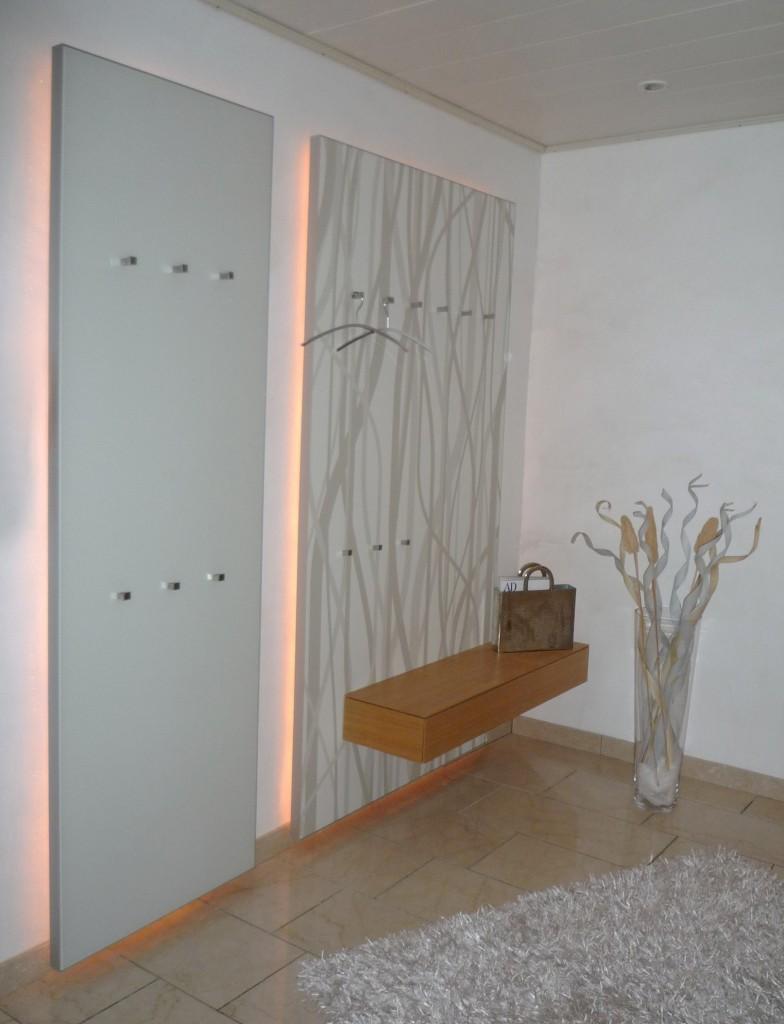 Garderobe, hinterleuchtete Wandpaneele, Glas & Papierdruck
