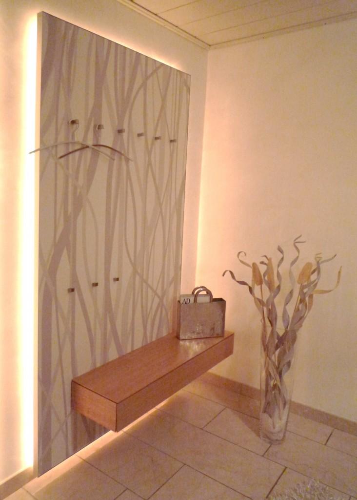 Garderobe, hinterleuchtetes Wandpaneele, Glas & Papierdruck