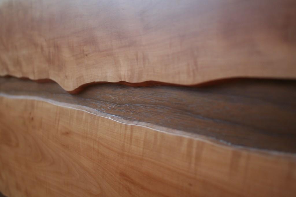 Muster natürliche Baumkante Birnbaumholz mit Nussbaum Einlage