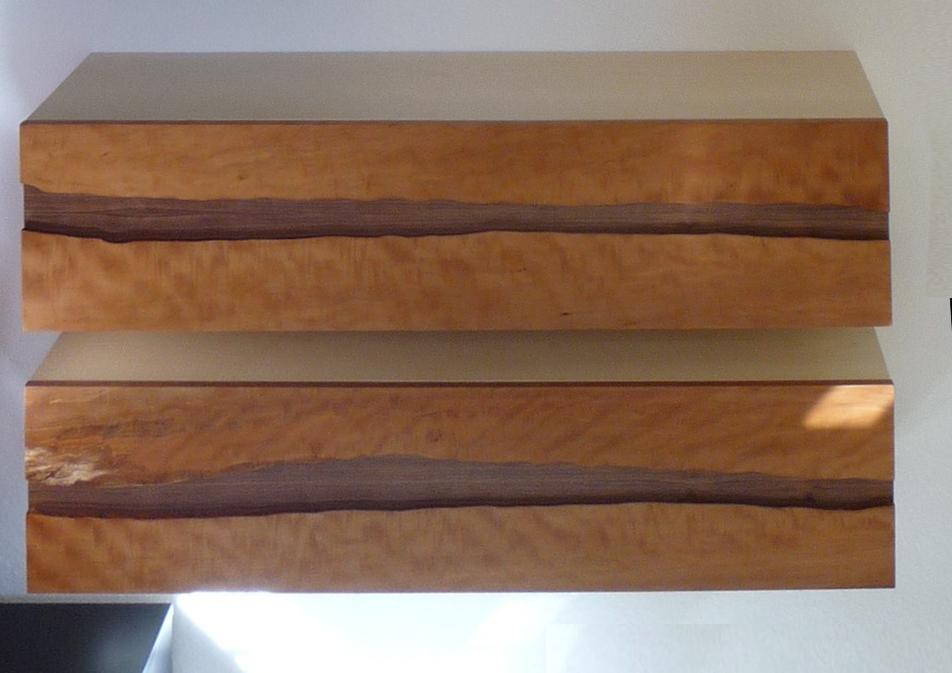 Schränke Birnbaumholz Baumkante mit Nussbaum