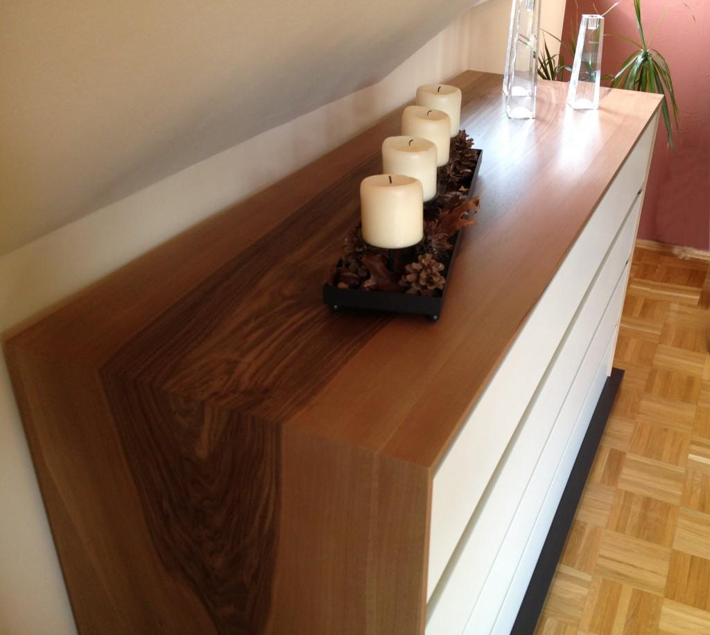 Sideboard mit umlaufendem Nussbaumholz