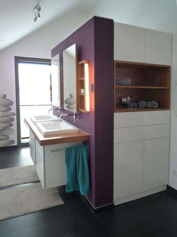 Waschtisch Und Badezimmer Einbauschrank In Nussbaum / Weiss